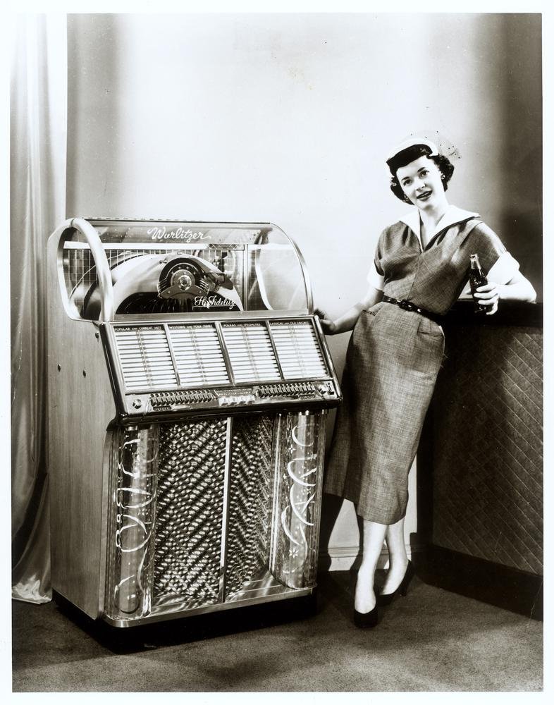 Jukebox 1950s http://exposeexpress.com/tag/old-school-music/